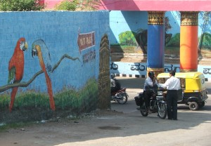Parrots, people and painted pillars - wall painting outside Palace entrance