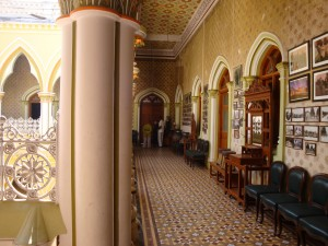 Half cloister, half living room - part of the Queen's wing
