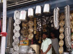 Tin items (including tiffins!), Munnar market